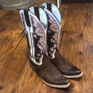 Ariat cowgirl boots size 6.5